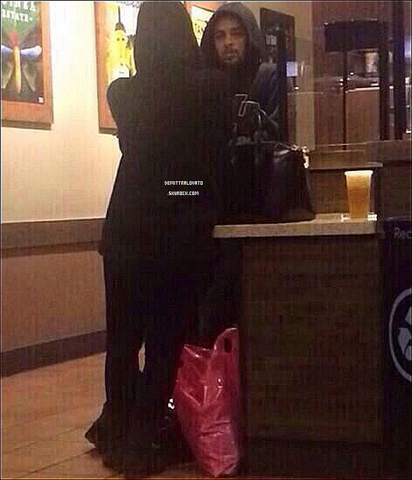 2 Novembre Demi & Wilmer on était vue dans un Starbucks Coffee en Californie.