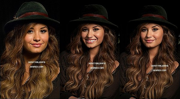 Voici des photos du portrait de Demi fait par John Carucci en 2011!