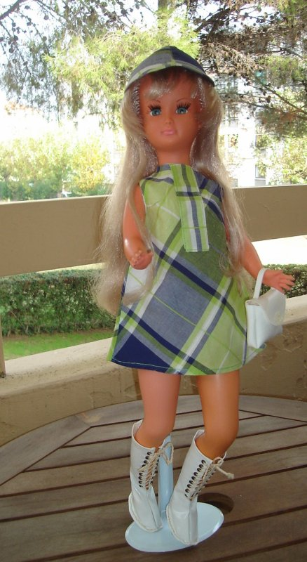 Dolly en tenue Promenade
