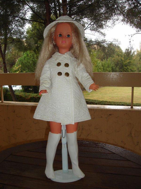 Dolly en tenue Giboulée