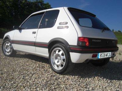 LA CAISSE QUE JE KIFFE LA 205 GTI ,je la possede en version 1.6L de 105 ch gris futura de 1985