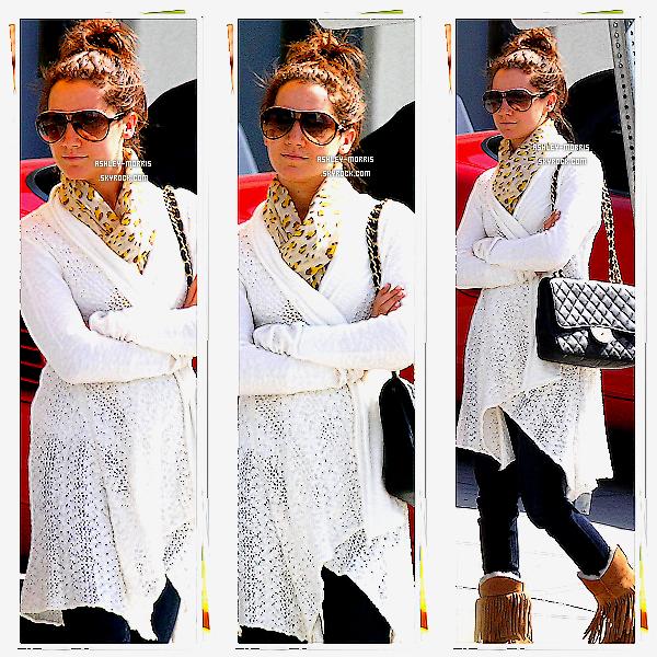 -01/03/11 ► Ashley vue en ayant une pose assez interréssante in Hollywood pour un rendez-vous.TOP ?  -