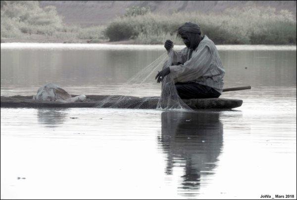 pêcheur sur le fleuve Gambie