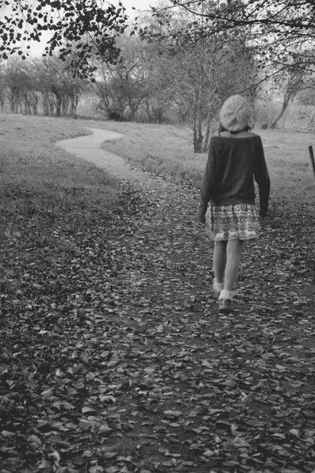 """"""" C'est malheureux de s'égarer, mais il y a pire que de perdre son chemin, c'est de perdre sa raison d'avancer.. """""""