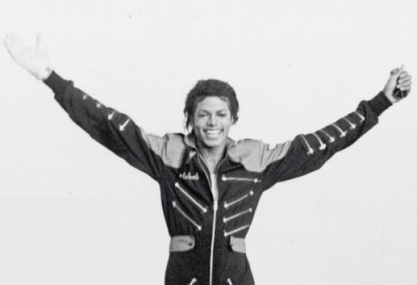 Parce qu'un Ange s'en est allé Notre amour resta a jamais lié a lui Son souvenir Restera eternels A jamais, Eternel sera, Michael JacksonMichael-The-Kiing-of-Pop ®