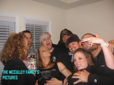 Matt Hardy, Velvet Sky, Gregory Helms, Beth Britt, Jeff Hardy et les potes de Hardy's !