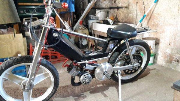 Petit tour de la noire quand la moto est en panne
