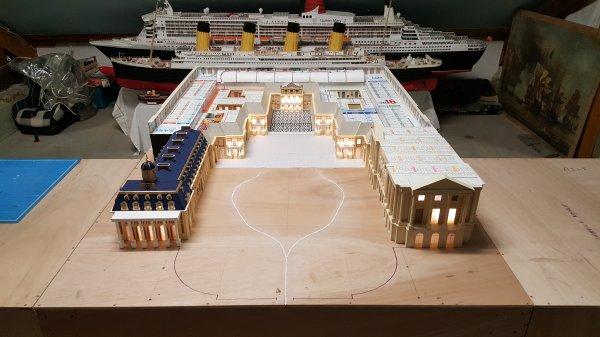 Cour centrale de Versailles avec l'aile Gabriel