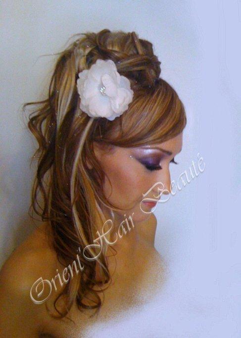 Maquillage libanais et coiffure semi lachée de côté (Mariée