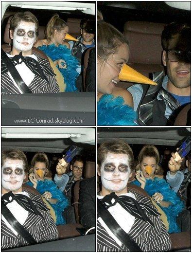 . Lauren a fêter Halloween comme il se doit ce 31 Octobre avec son petit-ami et tout ses amis au nightclub Voyeur. Lauren était déguisé en oiseau,très original je trouve !  .