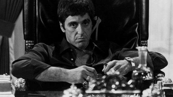 """"""" J'ai des mains faites pour l'or et elles sont dans la merde """" Scarface"""