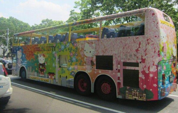 le bus hello kitty  :-)