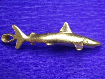 pendentif requin or unique
