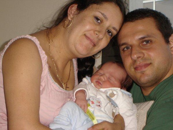 moi et mes 2 amours mon marie et mon fils hugo je vous aime tres fort .