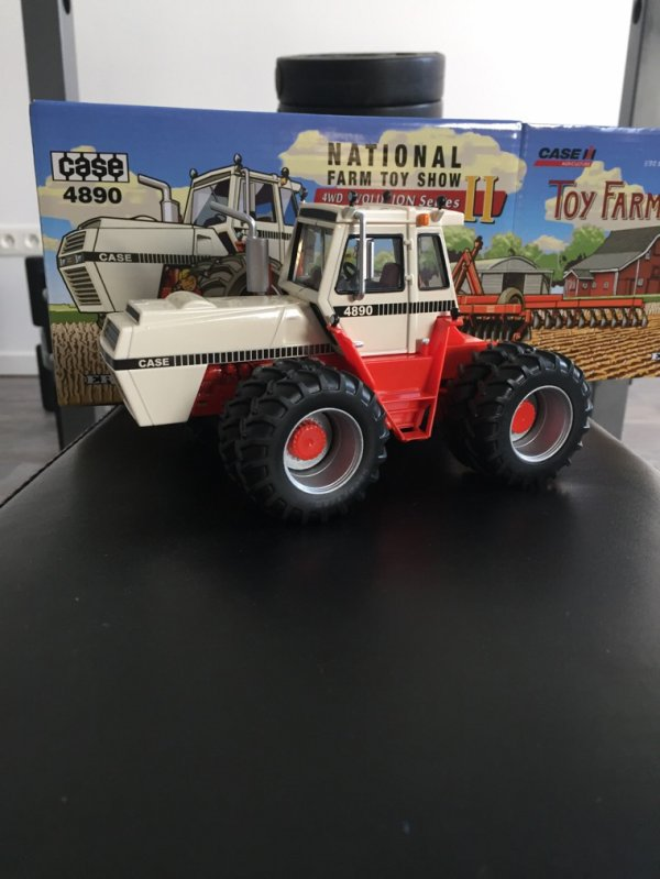 Case 4890 toy farmer