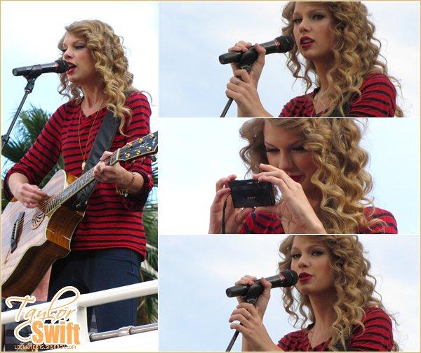 .   29 octobre 2010 : Taylor Swift performant à Hollywood.  .  Elle est SUBLIMISSIME j'adhère complètement ! Elle est tellement belle j'adore sa tenue. .