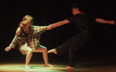 La danse est plus qu'un art, c'est une drogue, une cage où il faut lutter pour s'en sortir. La lutte est longue et souvent fatiguante, mais elle est plus forte et plaisante que n'importe quelle autre.