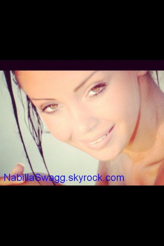 New shoot de Nabilla au naturel