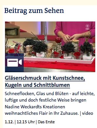 Gläserschmuck mit Kunstschnee, Kugeln und Schnittblumen - ARD-Buffet :: Kreativ