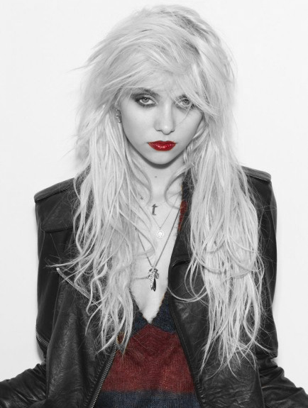 Light Me Up / My Medicine ~ The Pretty Reckless (2010)