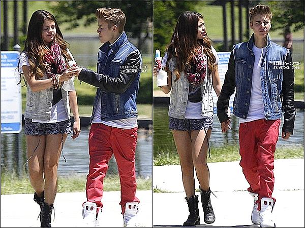 - 30/06/12 :Justin Bieber Selena GomezetKhalilont était aperçus dans le parcd'Encino en Californie. !  -