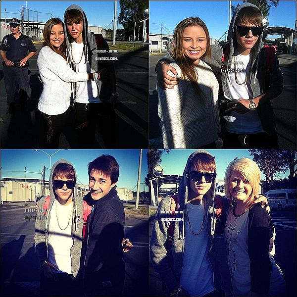 - 14/07/12 |Justin Bieber est arrivé samedi a l'Australie, où il présente demain à l'Australie Got Talent. Le chanteur a été approché par plusieurs ventilateurs qui arrivent dans le pays et après avoir rencontré la star, les fans partagé la photo... avec Monsieur Bieber à travers les réseaux sociaux. (+) Je suis vraimentdésolersi les photos sont très net pour vous. ! quand pensez-vous. ? -