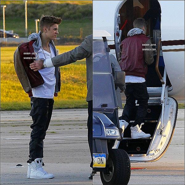 - 16/07/12 : Justin Bieber est très fatiguer, il a était aperçusenatterrissentà Sydney, en Australie. ! où il participera à la Lever programme. Voyez maintenant ce que Justin se lance sur un avion privé au départ de Melbourne à Sydney. -