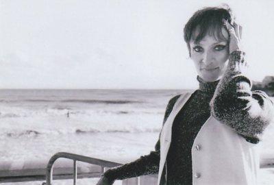 Barbara sur la plage de Pontaillac en 1970