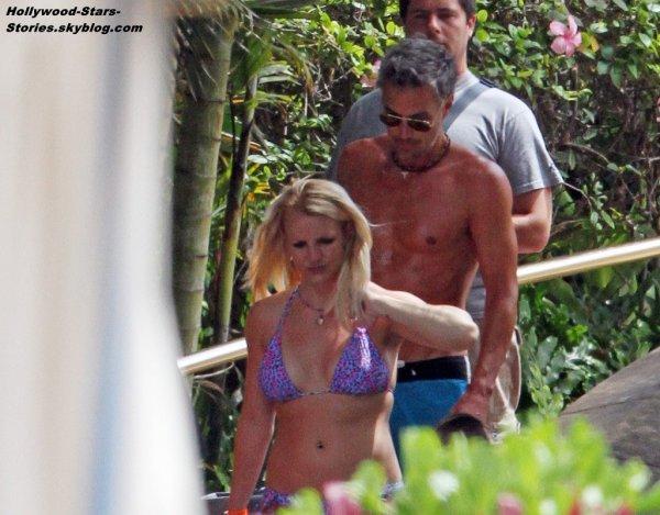 Britney Spears prend du bon temps avec sa famille à Maui, Hawaii. Jeudi, 05 juillet