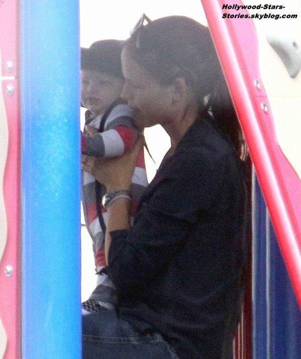 Jennifer Garner passe du bon temps en compagnie de ses enfants Seraphina et Samuel dans un parc à Santa Monica. Jeudi, 05 juillet