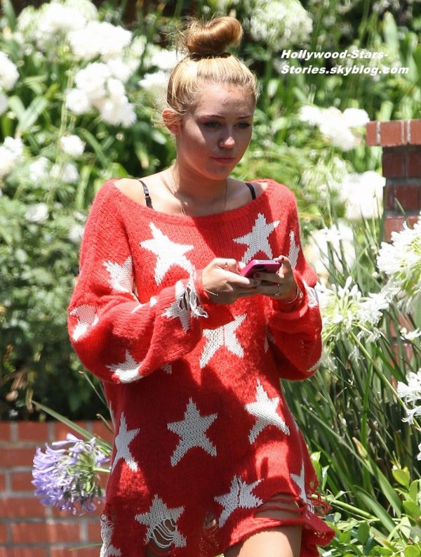 Miley Cyrus porte les couleurs de son pays dans les rues de Toluca Lake, en Californie. Jeudi, 05 juillet