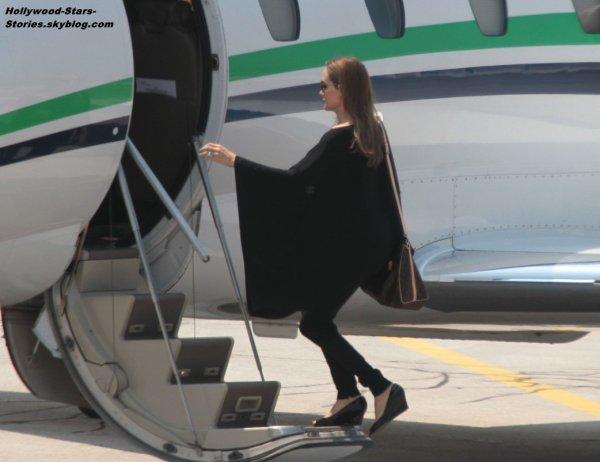 Angelina Jolie à l'aéroport Sarajevo avec sa fille Zahara, direction Los Angeles. Dimanche, 08 juillet