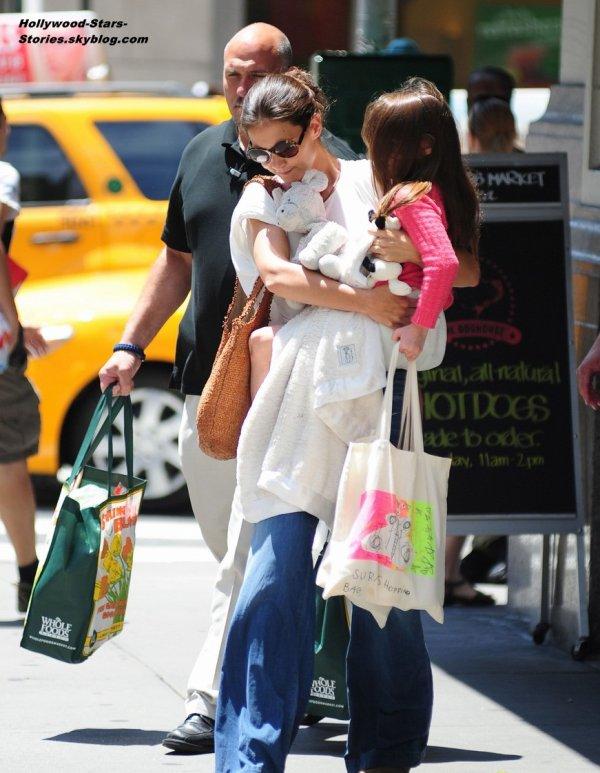 Katie Holmes se rendant au supermarché avec sa fille de 6 ans Suri, à New York. Dimanche, 08 juillet