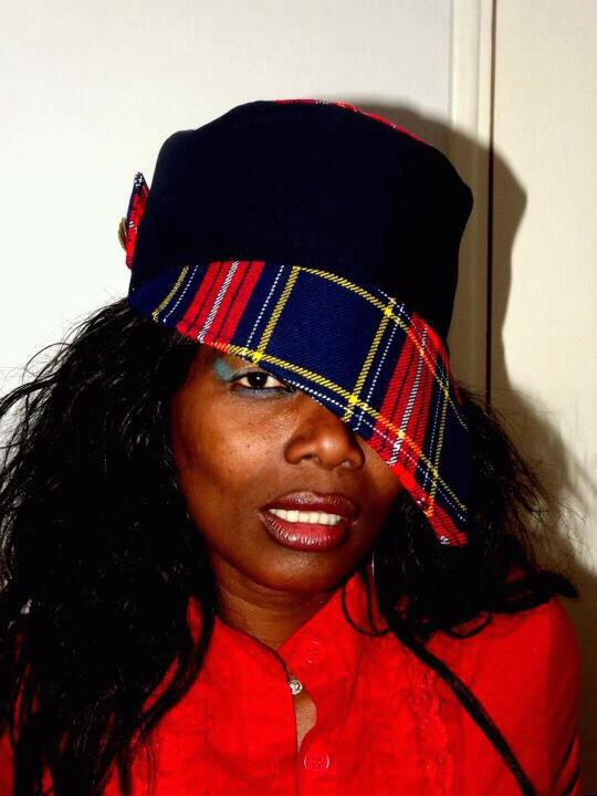 J aime cette casquette...trop stylee...