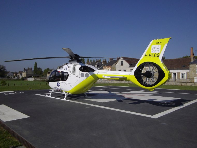 Nouveau hélicoptère du SAMU 61 du ch d'Alençon le H135 (Groupe SAF) (mes photos )