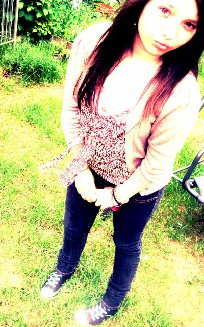 : Je m'éloignes d'une personne pour voir si je vais lui manquer, mais en fait elle se rend même pas compte que je me suis éloignée. ♥♥