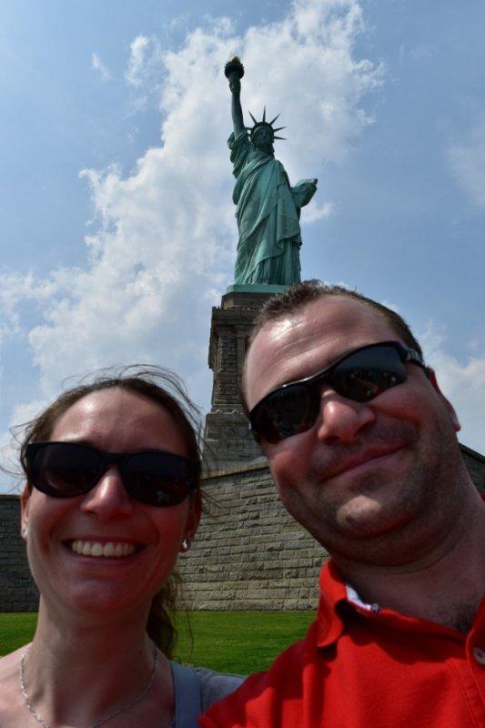 Sébastien et moi en arrière plan la Statue de la Liberté
