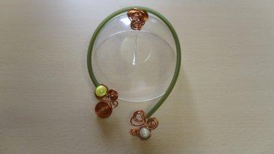 câble 2mm de couleur cuivre recouvert buna core vert bouteille spirales de couleur cuivre + sa bague