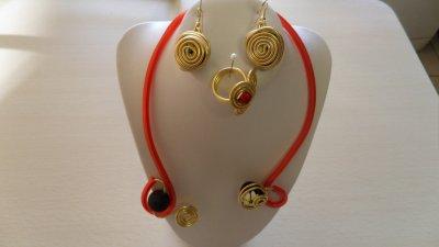 parure spirales et perles noir 3 pièces or  sur câble 2mm rouge
