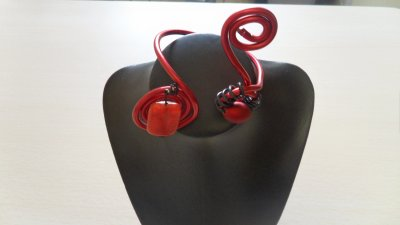 bracelet cable 4 mm rouge  spirales+pierre