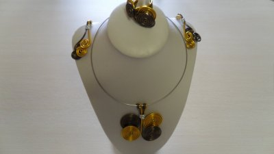 parure 3p spirales cuivre et marron montées sur cable rigide argent