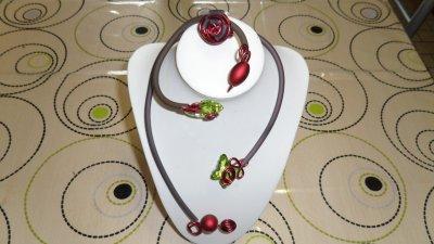 parure 3p  rouge spirales  3mm avec burna cord  gris déco papillon et perle