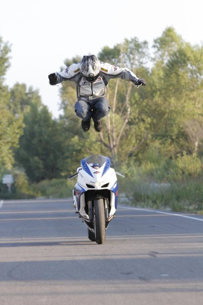 le Leap of Faith de Manu de Nice dans moto journal
