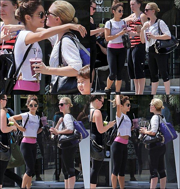 . 15.08.2013 Brittany sortant de son cours de pilate, avec sa copine Vanessa Hudgens.  As-tu aimé sa tenue ?  .