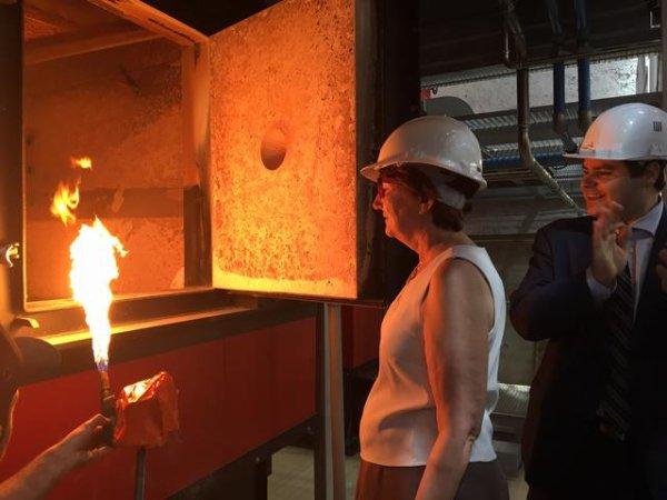 Indre-et-Loire - Saint-Pierre-des-Corps - Saint-Pierre-des-Corps : Marie-France Beaufils enflamme la chaufferie biomasse