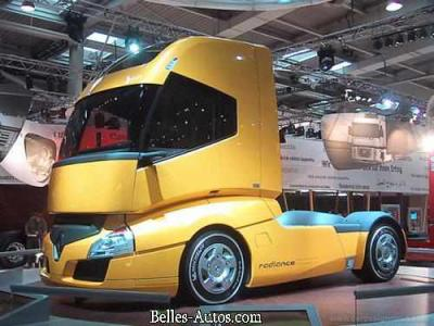 Nouveaux camion renault radiance dans la serie les for Interieur camion renault t