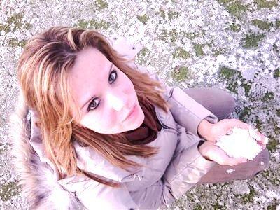 ♥♥♥-Je tourne en rond, comme les aiguilles dans ma montre et si je peux accuser la vie d'une chose, c'est bien de faire passer le temps trop vite-♥♥♥