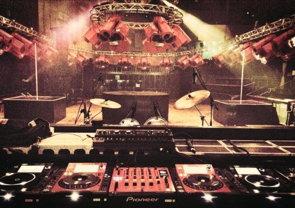 Avant de prendre les platines de @Party_Fun @funradio_fr je serai à @ageHa_Tokyo !!!