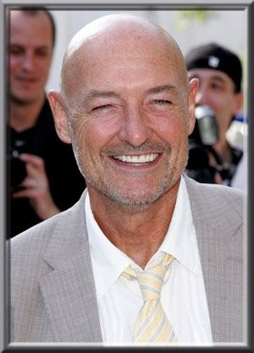 Terry O'Quinn arrive à Hawaii
