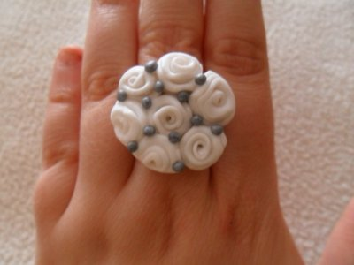 Bague bouquet de roses blanches